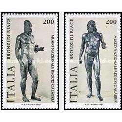 2 عدد تمبر مجسمه های یونانی ریاس - ایتالیا 1981