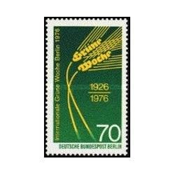 """1 عدد تمبر نمایش بخشهای کشاورزی """" گرون ووچ """"  - برلین آلمان 1976"""
