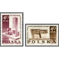2 عدد تمبر بناهای یادبود قربانیان جنگ جهانی دوم  - لهستان 1967