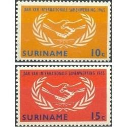 2 عدد تمبر سال همکاری بین المللی - سورینام 1965