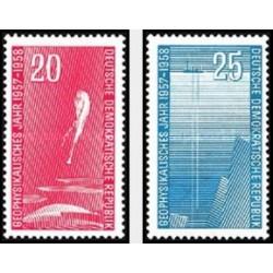 2 عدد تمبر سال ژئوفیزیک  - جمهوری دموکراتیک آلمان 1958