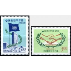 2 عدد تمبر سال همکاری بین المللی و بیستمین سالگرد سازمان ملل - کره جنوبی 1965